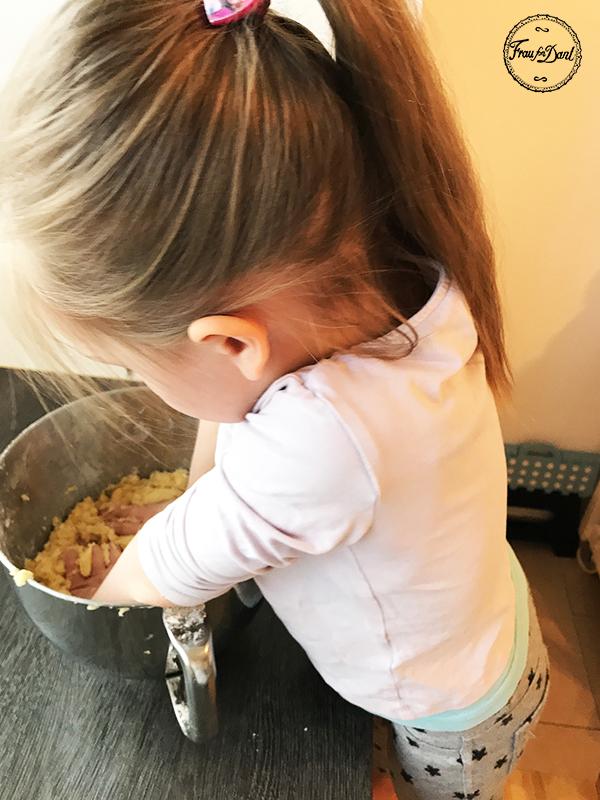 Backen mit Kindern, Keks, Knoten, Lolli, Kinderglück, Frau fon Dant